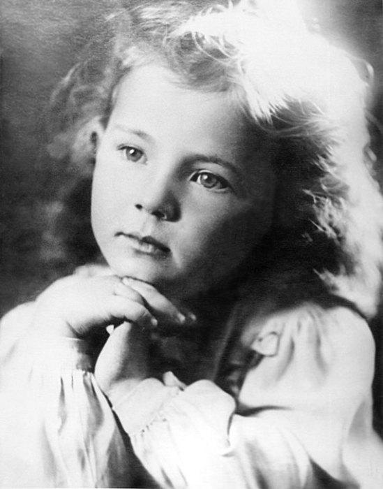 Здесь будущей поэтессе всего 4 года. / Фото: www.rutlib4.com