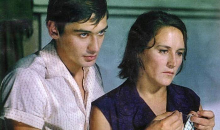 Нонна Мордюкова с сыном Владимиром, кадр из фильма «Русское поле». / Фото: www.kino-teatr.ru
