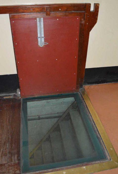 Тайный люк входа  в подземелье из здания казначейства. / Фото: www.wwii.space