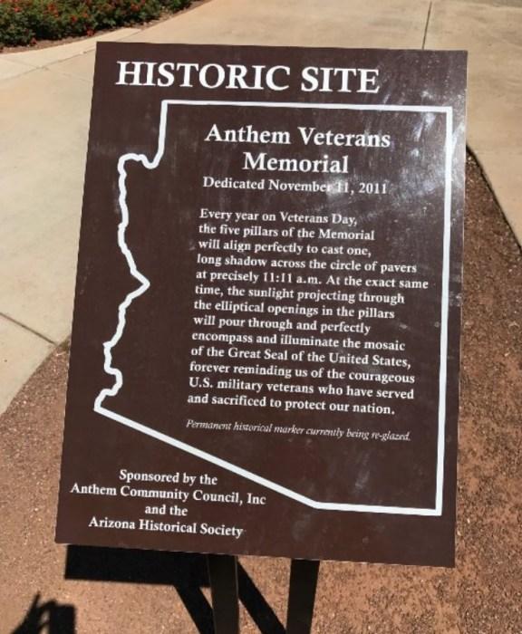 Мемориальная доска с информацией о памятнике. / Фото: www.tripadvisor.ca