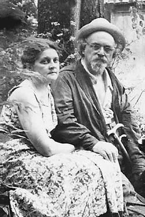 Валерия Дмитриевна и Михаил Михайлович Пришвины. Дунино. 1952 год. / Фото: www.nkj.ru