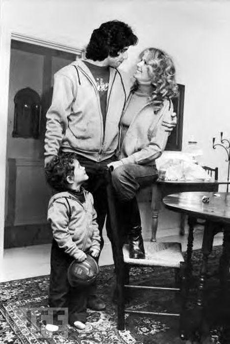 Джон Траволта и Дайана Хайленд с сыном. / Фото: www.mrjk.info
