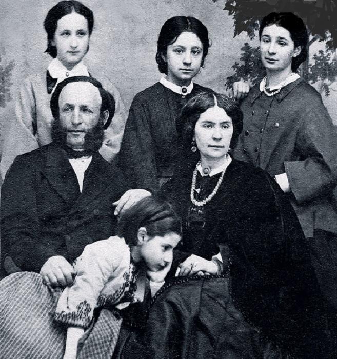 Айвазовский с женой Юлией Гревс и дочерьми.