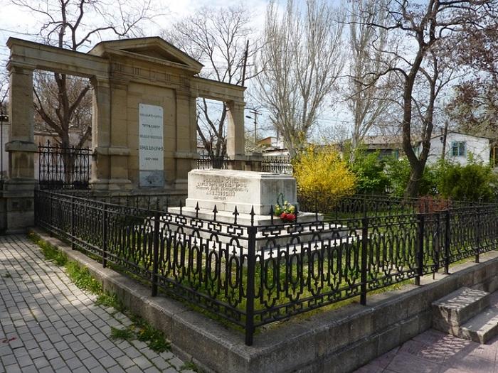 Могила художника  Ивана Айвазовского.