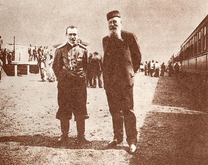 В.В. Верещагин в Порт-Артуре (справа от В.В. Верещагина – главнокомандующий А.Н. Куропаткин)