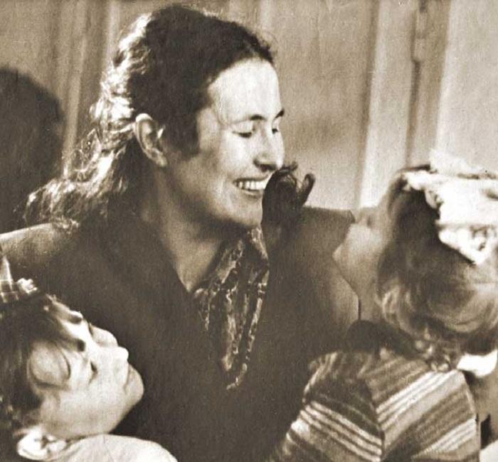 Татьяна Яблонская с дочерьми.