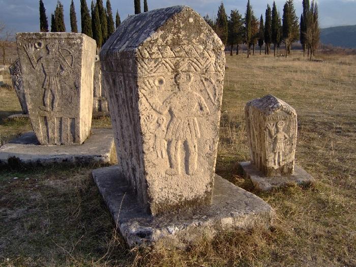 Стечки — средневековые надгробия, датируемые чаще всего периодом с XII по XVI век. (Черногория, Босния, Сербия.)