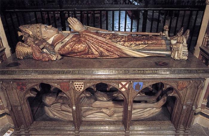 Двухъярусная гробница архиепископа.