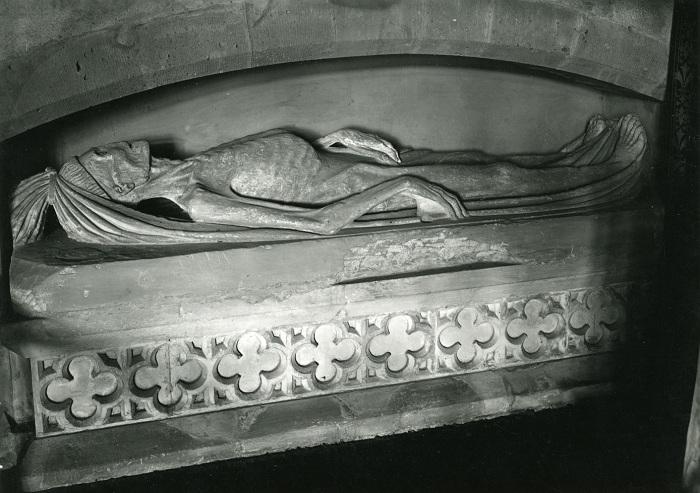 Гробница покойника в виде истлевшего трупа.