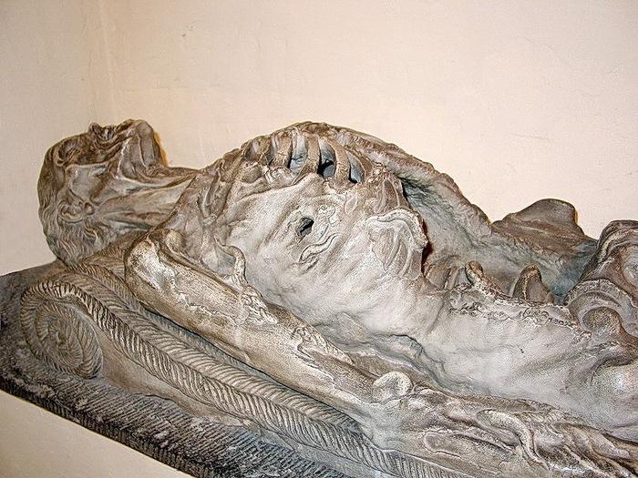 """""""Сadaver tomb""""– гробница покойника в виде трупа. Средневековье."""