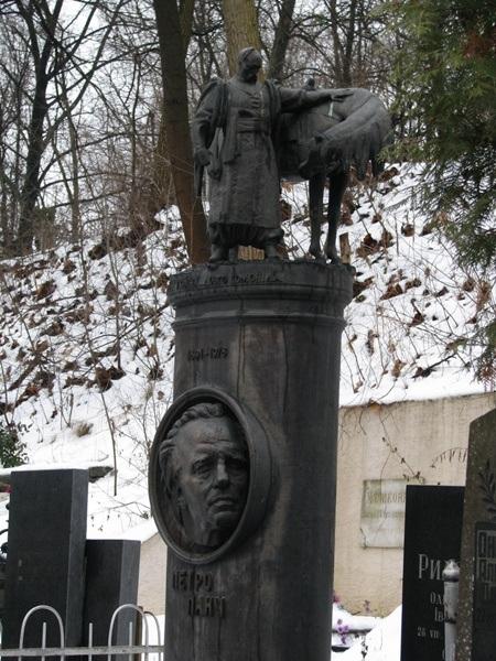 Надгробие писателя Петра Панча.