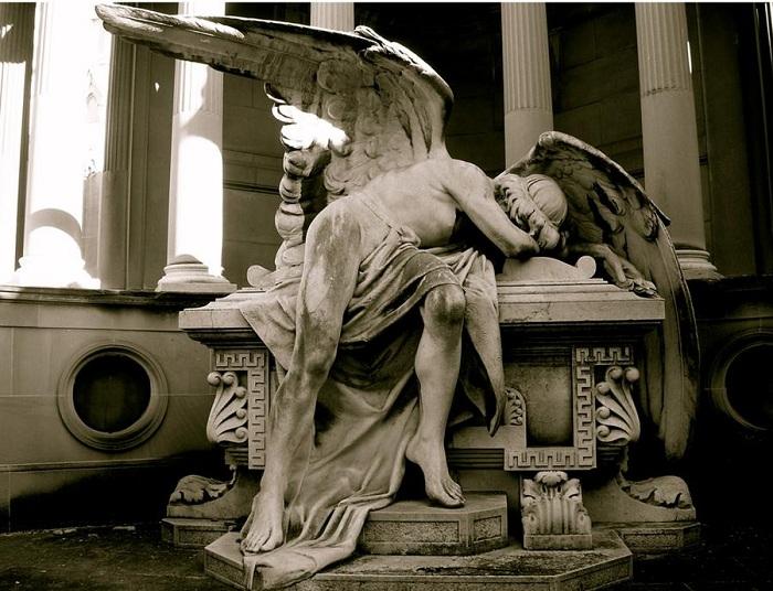 Скорбящий ангел.