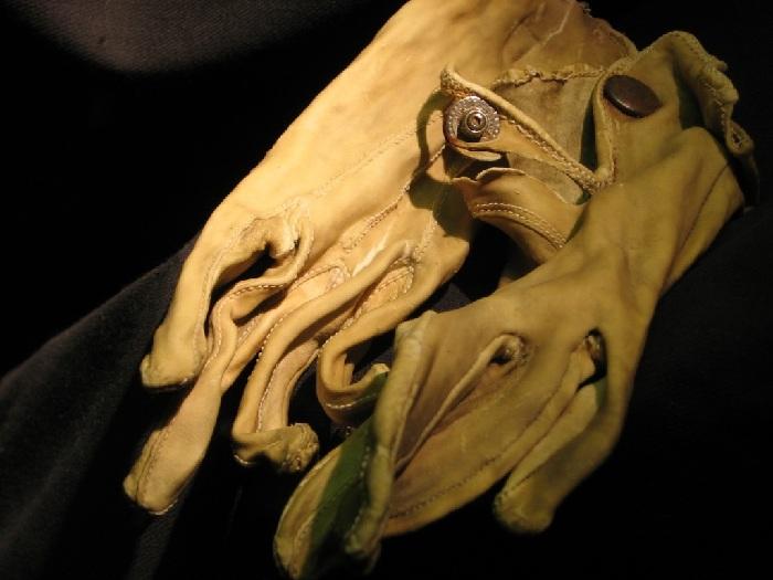 Перчатки из натуральной человеческой кожи. Бухенвальд. (1943 год).