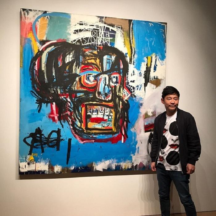 Юсаке Маэзава со своим приобретением в 110 миллионов долларов.