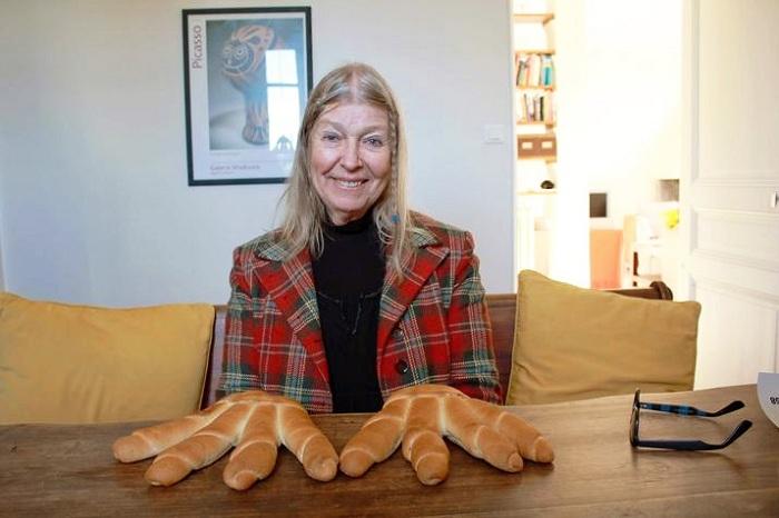 Лидия Корбет (ремейк на фото Робера Дуано «Пикассо, руки-хлеб»), фото дочери Deike Diening