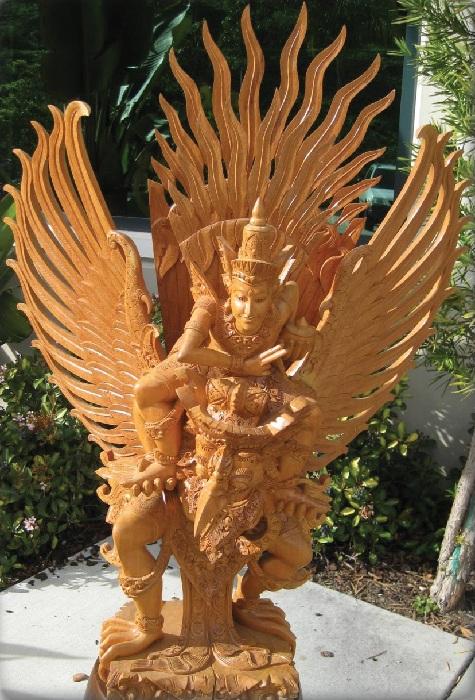 Индонезия. Бали. Знаменитая резьба по дереву.