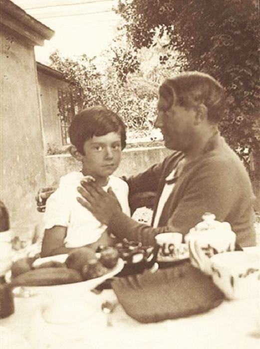 Пабло Пикассо и его сын Пауло. 1929.