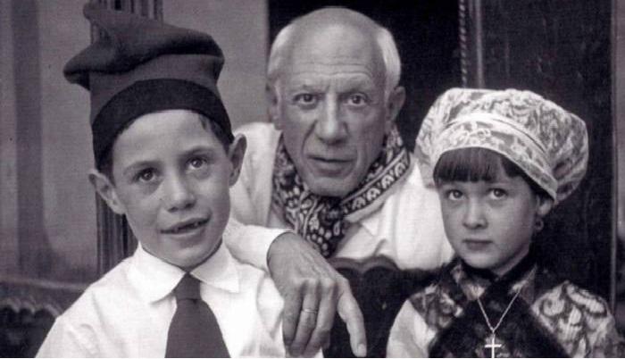 Пикассо с Клодом и Паломой.