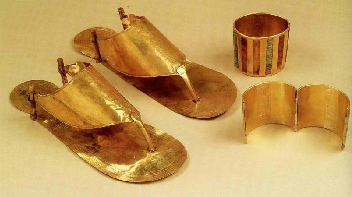 Золотые сандалии фараона.