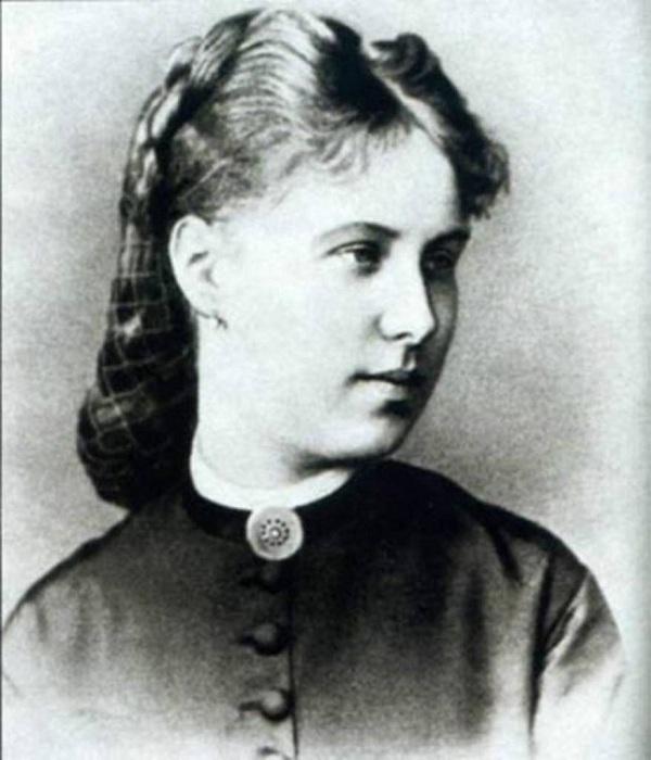 Жена поэта - Зинаида Николаевна.