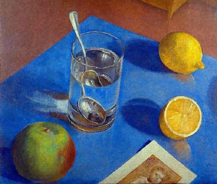 Натюрморт со стаканом, фруктом и фотографией. (1924г.). (Частная коллекция). Автор: Кузьма Петров-Водкин.