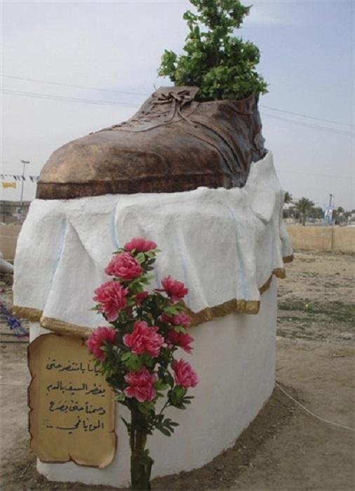 Памятник ботинку в Тикрите. Ирак. Автор Лайз аль-Амари.