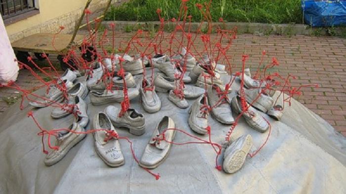 Памятник ботинкам в Санкт-Петербурге. Россия
