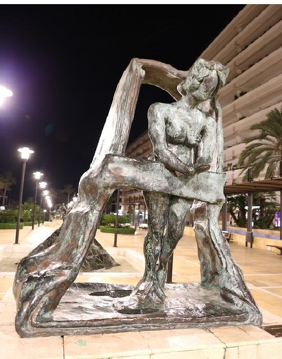 Сюрреалистическая скульптура Сальвадора Дали. | Фото: lpsphoto.ru.