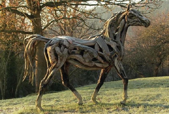 Лошади из коряг Хизер Янш.