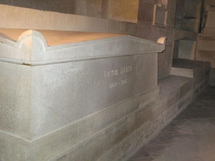 Надгробие Виктора Гюго в парижском Пантеоне.