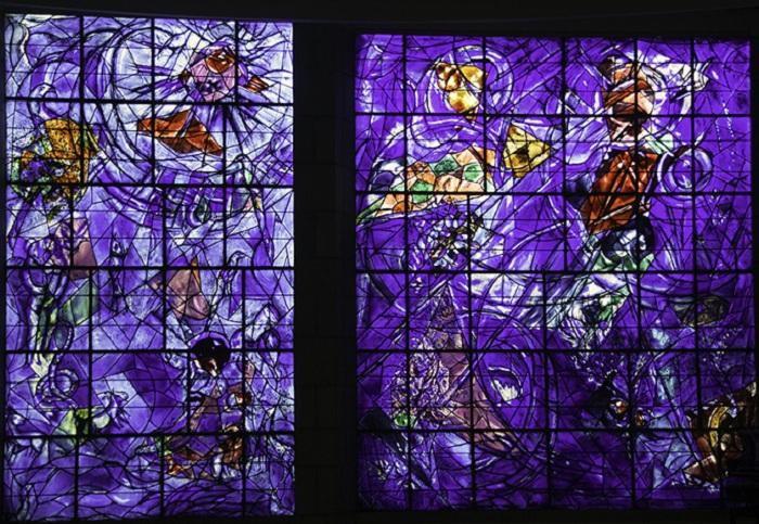 Витраж. Сотворение мира. Автор: Марк Шагал.