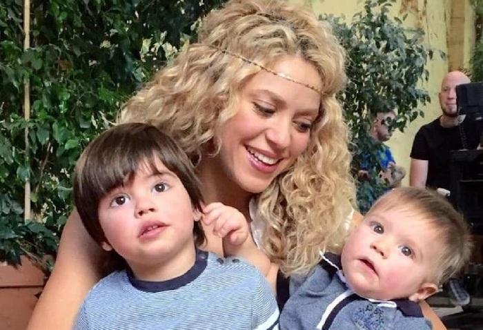 Шакира с сыновьями.