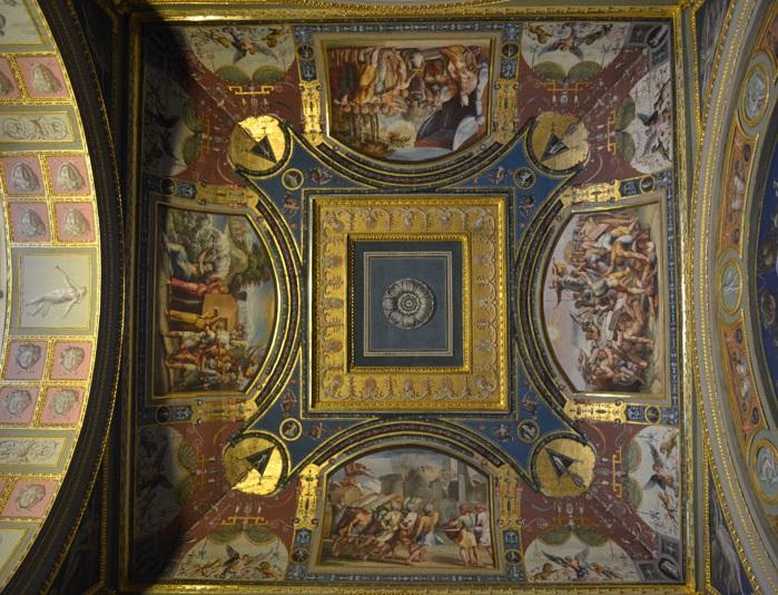 Один из 13-ти сводов лоджий Рафаэля, украшенный фресками.