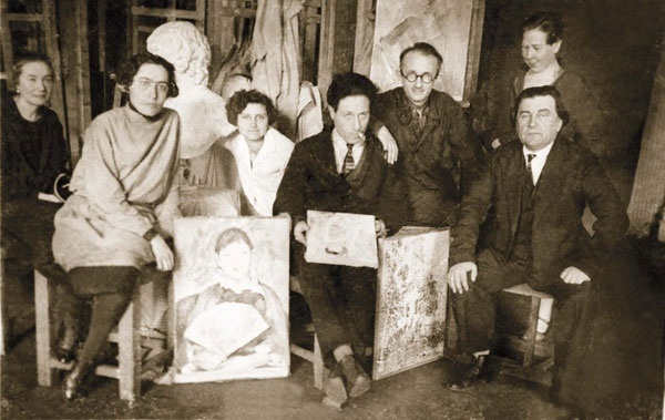 Казимир Малевич с учениками.