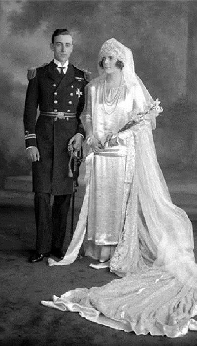 Английская королева Мария в подвенечном одеянии.
