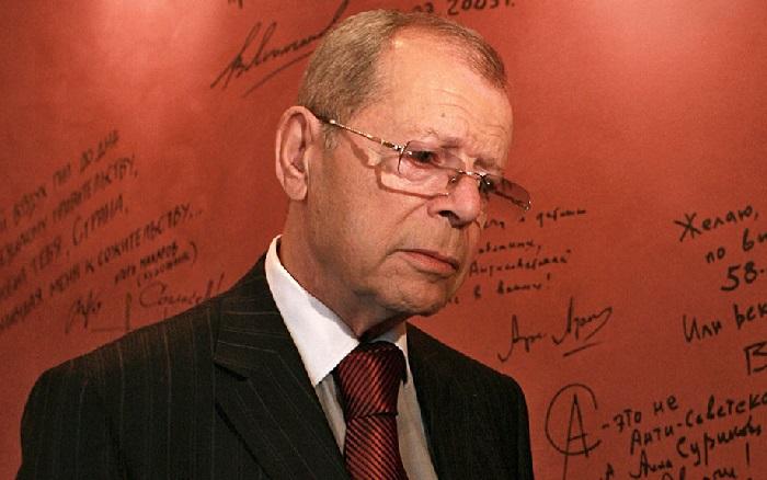 Аркадий Арканов - популярный писатель-сатирик, драматург и сценарист, поэт-песенник, актёр, телеведущий.