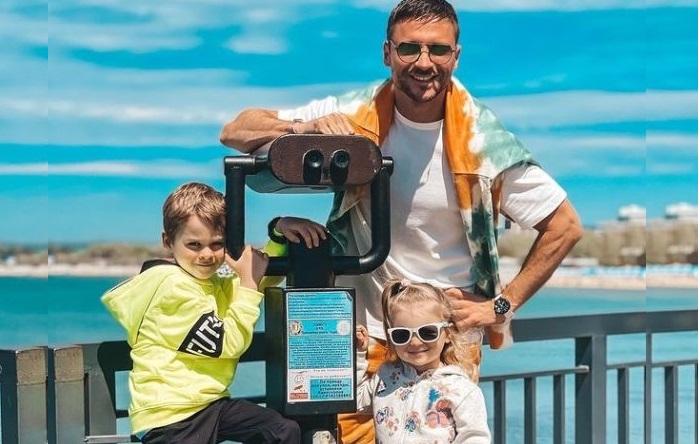 .Сергей Лазарев с сыном Никитой и дочерью Аней. Лето 2020.    Фото: vokrug.tv.