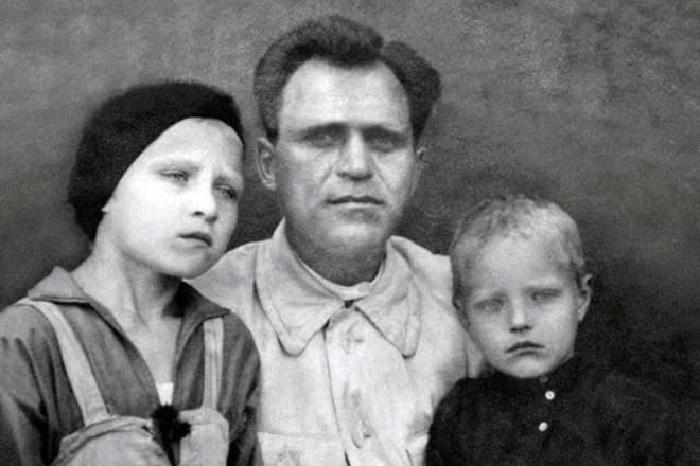 Леонид и Римма  с отцом Василием Демьяновичем Марковым.
