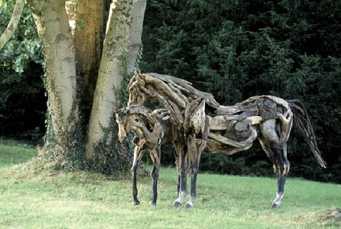 Лошади из коряг Хезер Янш.