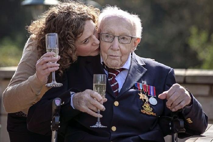 Том Мур с дочерью Ханной.