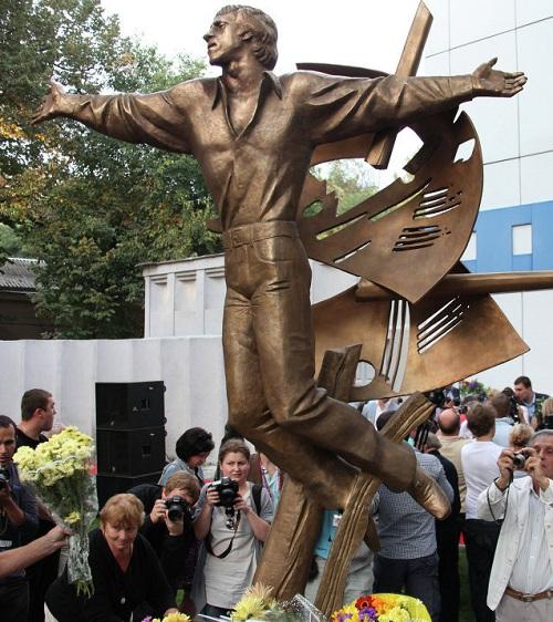 Владимир Высоцкий. г.Одесса (2012). Скульптор А.Князик