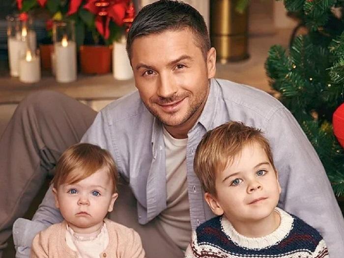 Сергей Лазарев с сыном Никитой и дочерью Аней.    Фото: vokrug.tv.