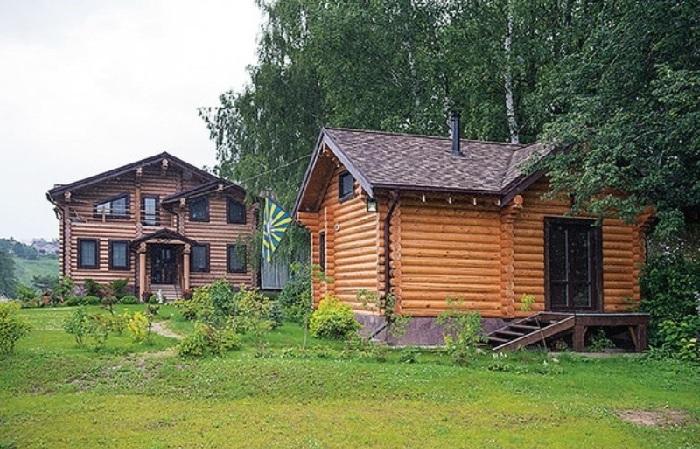 Дачный дом Алексея Глызина в Тульской области неподалеку от заповедника Поленово.
