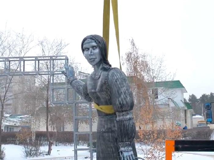 Демонтаж скульптуры в Нововоронеже.