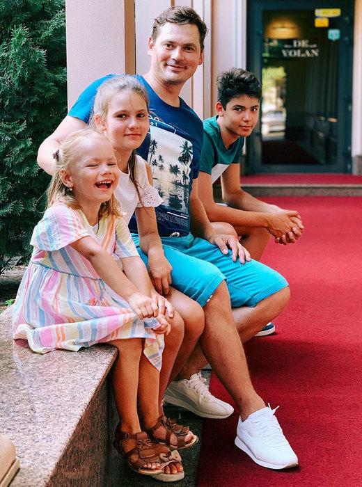 Александр Пашков со своими детьми от первого брака.