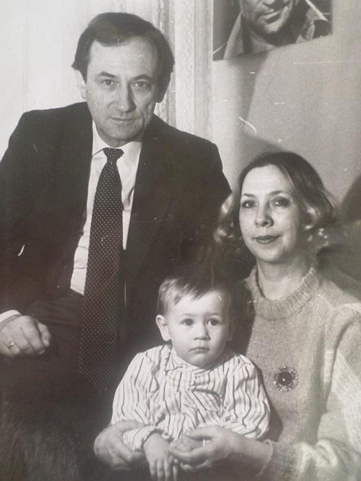 Богдан Ступка с женой и сыном.