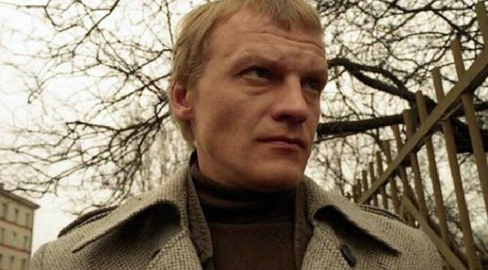 Кадр из кинофильма с участием Алексея Серебрякова «Бандитский Петербург».