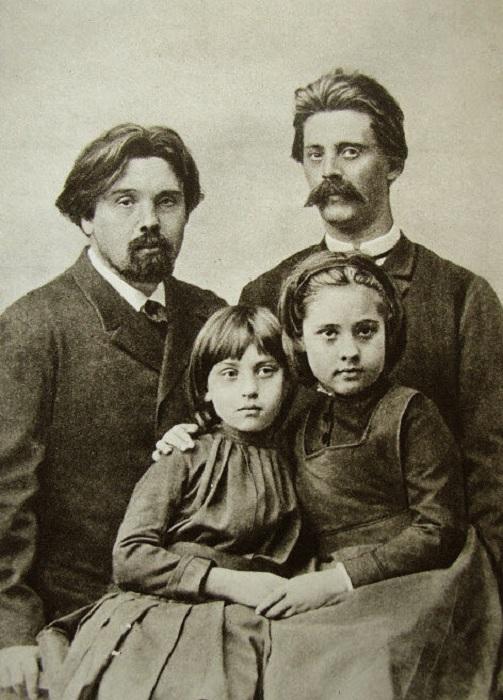 Василий Иванович Суриков с дочерьми Ольгой(справа) и Еленой и братом, Александром, перед отъездом в Сибирь. Лето 1889 года.