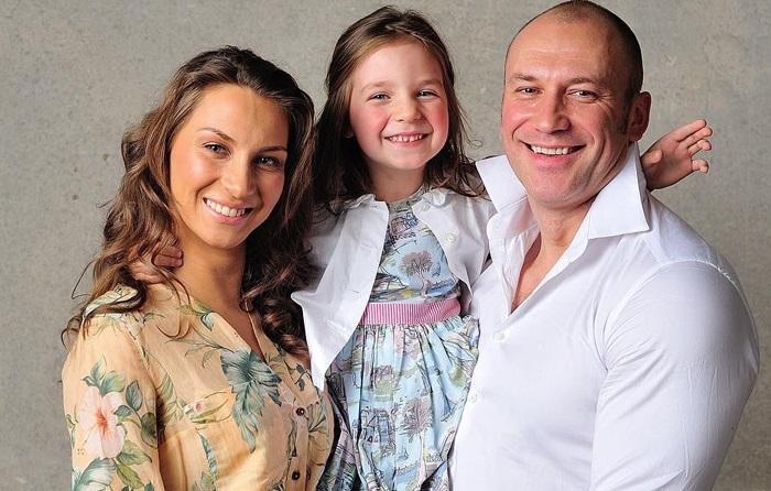 Константин и Анастасия с дочерью Лизой.