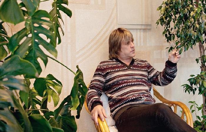 В зимнем саду в доме Алексея Глызина.